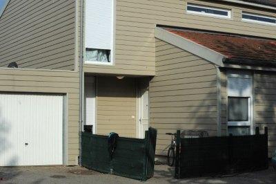ue extérieure du domicile familial de Assia Saidi, l'adolescente fugueuse, le 5 octobre 2014 à Villefontaine dans l'Isère (Jean-Pierre Clatot / AFP).