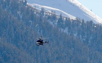 Le corps d'un skieur tué dans une avalanche dans le massif du Queyras, ramené le 25 janvier 2015 en hélicoptère par les gendarmes du PGHM (Jean-Pierre Clatot / AFP).