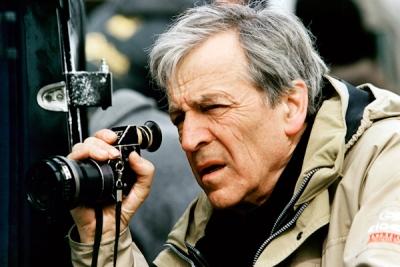 Costa-Gavras sur le tournage du Couperet, en 2004 (DR).