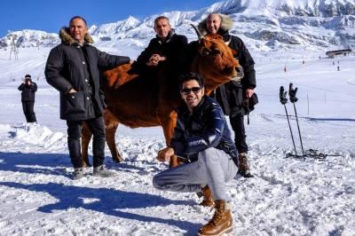 Mohamed Hamidi, Jamel Debbouze, Fatsah Bouyahmed et Lambert Wilson à l'Alpe d'Huez, vendredi 22 janvier 2016 (DR).