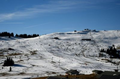 30% à 40% des saisonniers sont toujours en attente d'un emploi en raison du manque de neige, selon la CGT (Jean-Pierre Clatot / AFP).